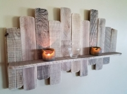 DIY Pallet Board Shelf